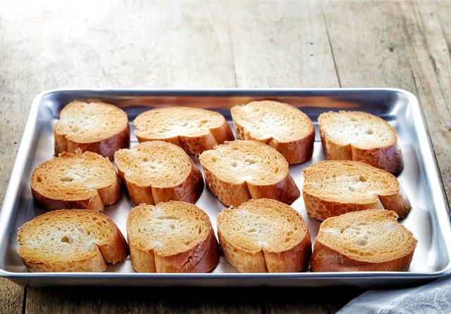 冷凍保存したパンをおいしく解凍!パンの正しい解凍(リベイク)方法