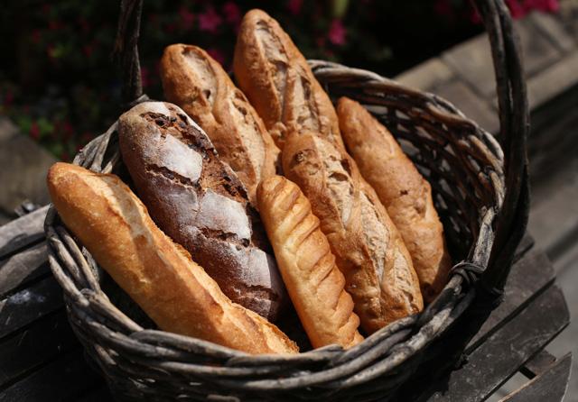 フランスパンとバケット、バタールの違いは?フランスパンの種類について