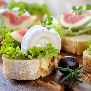 hors-doeuvres-and-appetizers-with-bread-2