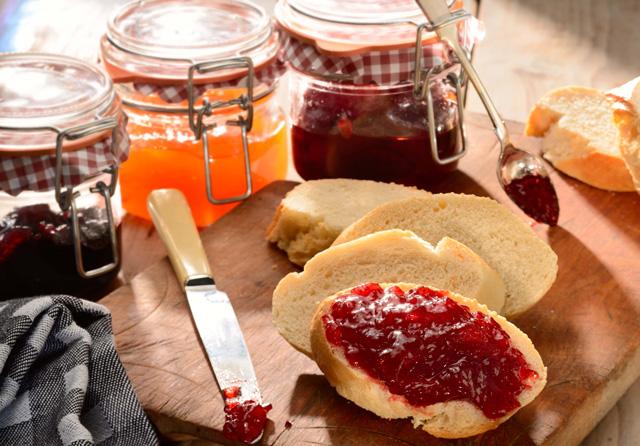 どれが好み?イチゴジャムやピーナッツバターなど、パンに合うジャムまとめ
