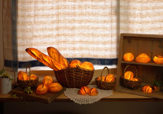 【取材レポート】本物のパンから生まれた、インテリアライト「パンプシェード」
