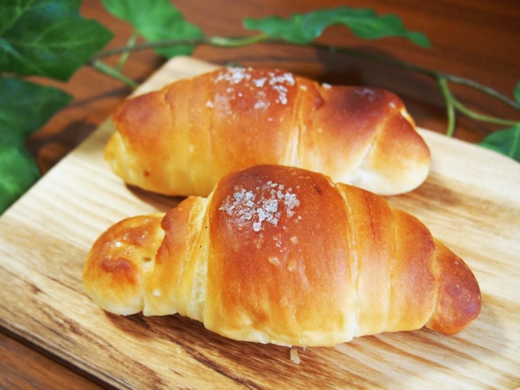 塩パンはオーストリア発祥?愛媛から人気が広がった塩バターロールとは