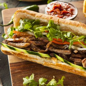 make-sandwich-with-french-bread-and-butter-roll-2