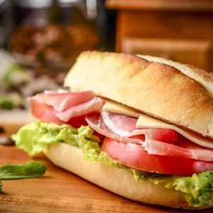 make-sandwich-with-french-bread-and-butter-roll-3
