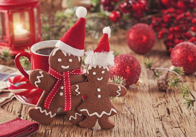 レープクーヘンやクグロフなど、クリスマス時期のパン屋さんに並ぶお菓子