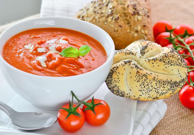 クラムチャウダーにコーンポタージュなど…パンに合うスープ4選