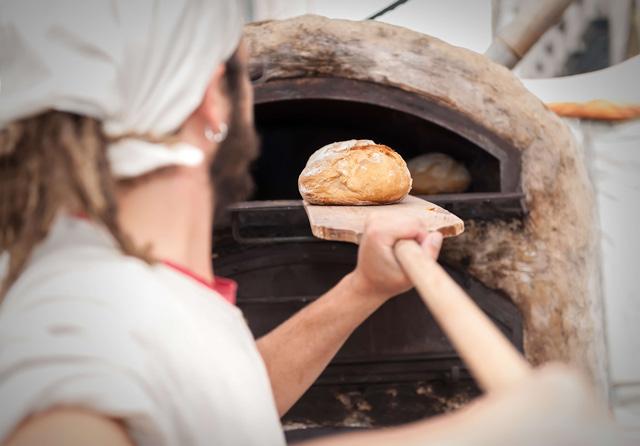 石窯パンがおいしいのはなぜ?焼き方や温度など、石窯パンの秘密をチェック