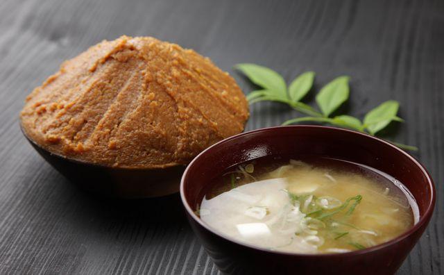 オリーブオイルやチーズを足すだけ?パンに合う味噌汁ってどんなもの?