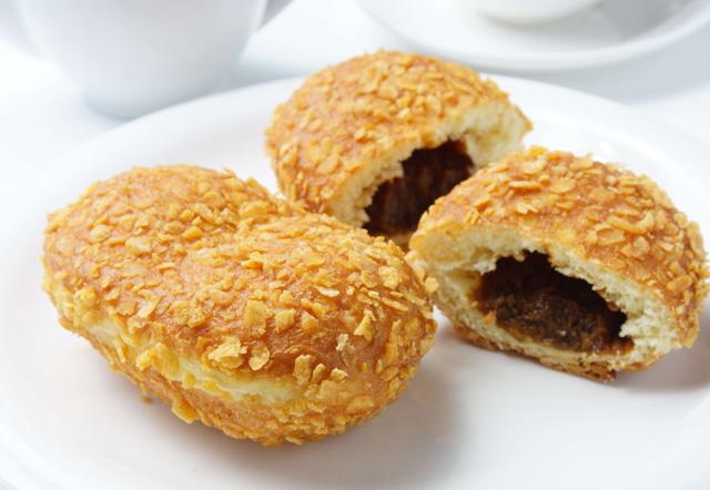 こんなにあるのは日本だけ!?カレーパンに焼きそばパンなど…惣菜パンの種類