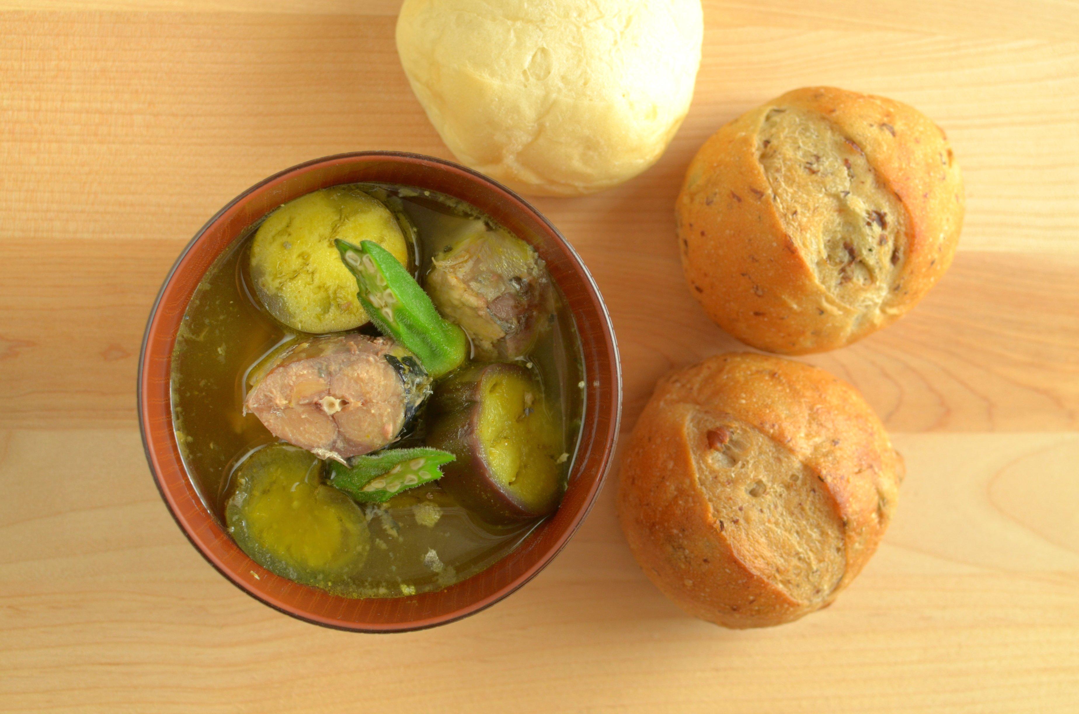 【一汁一ぱんのすすめ】鯖缶とカレーの味噌汁