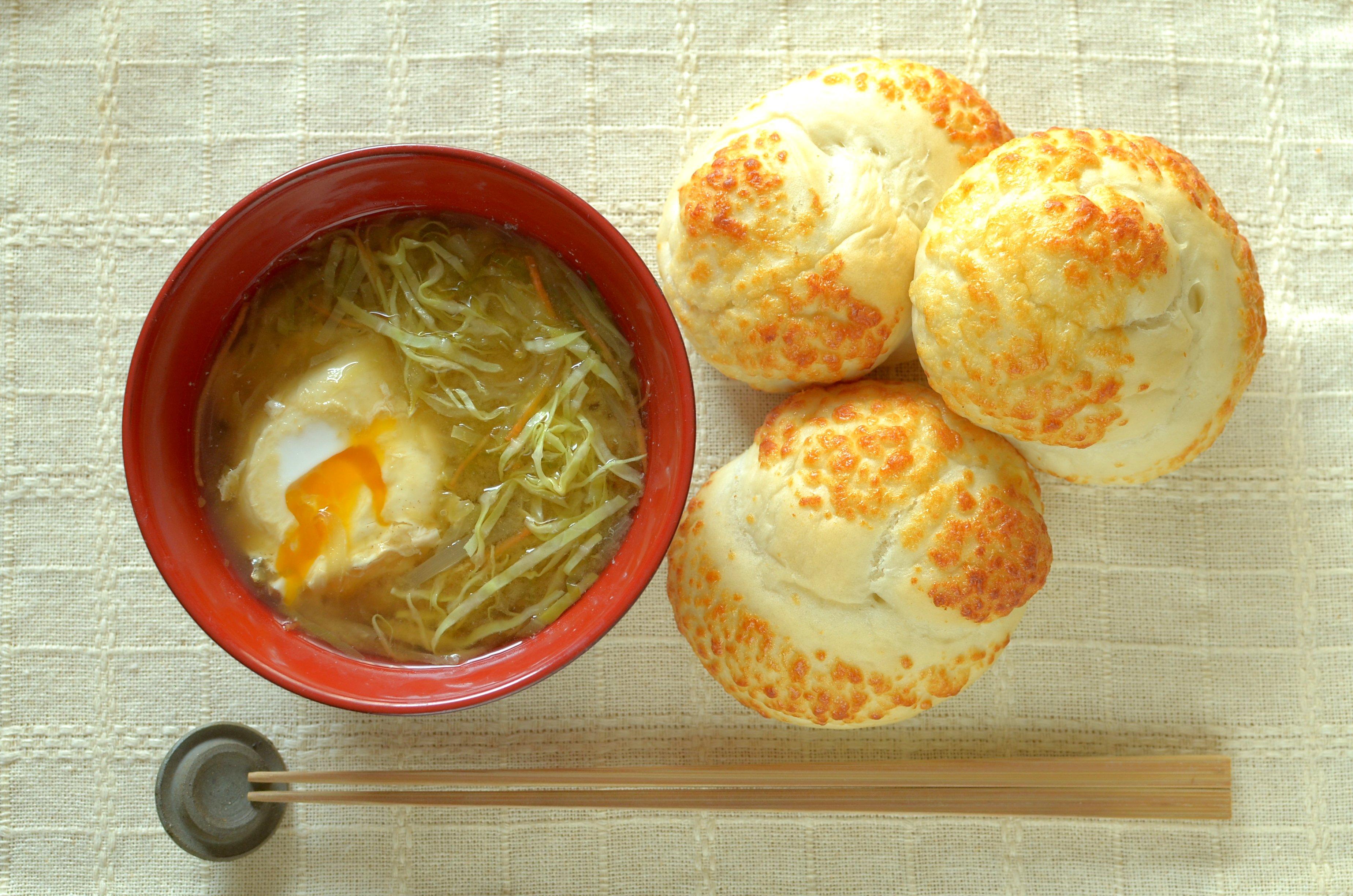 【一汁一ぱんのすすめ】卵とキャベツの味噌汁