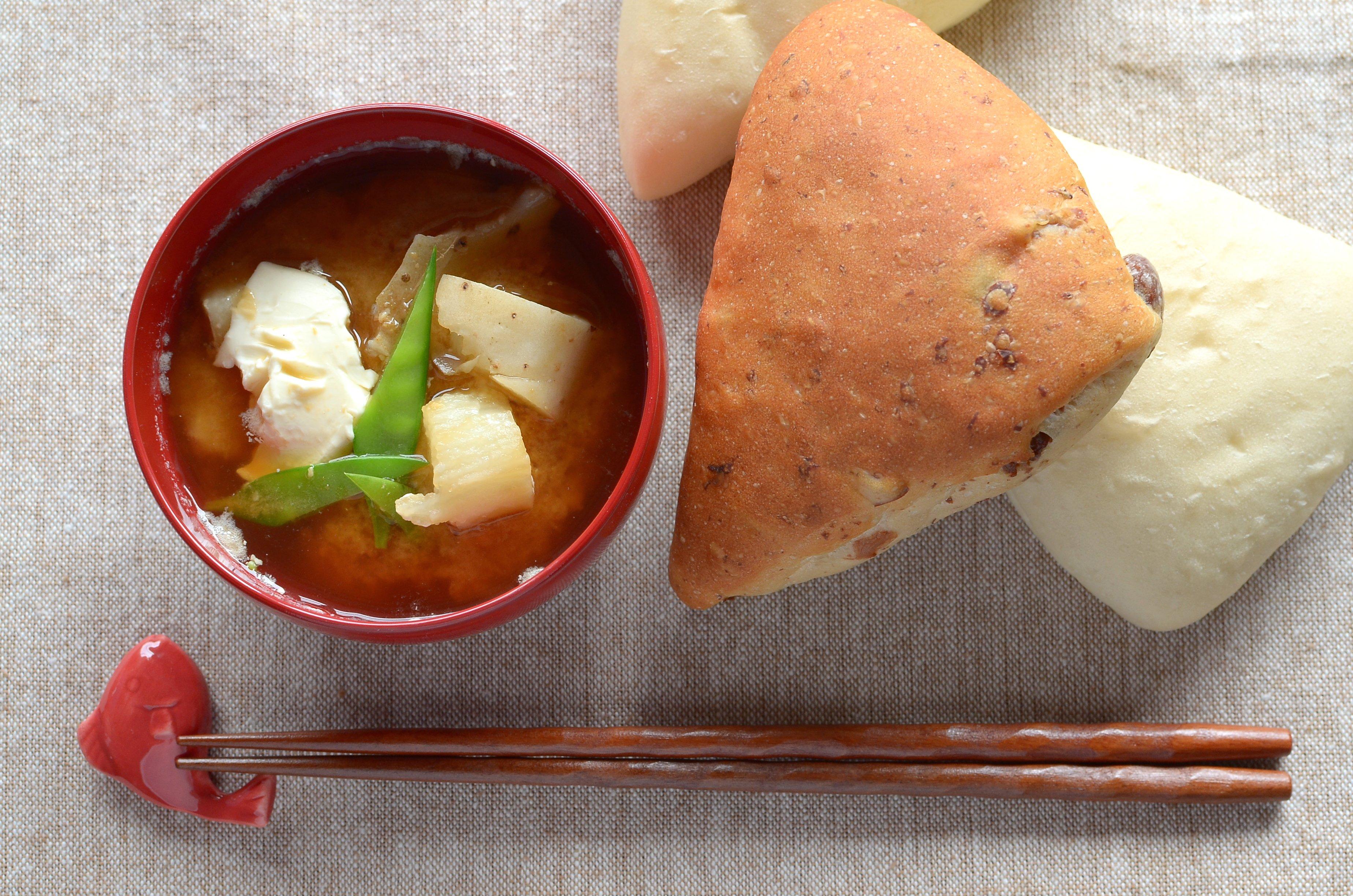 【一汁一ぱんのすすめ】長芋とクリームチーズの味噌汁