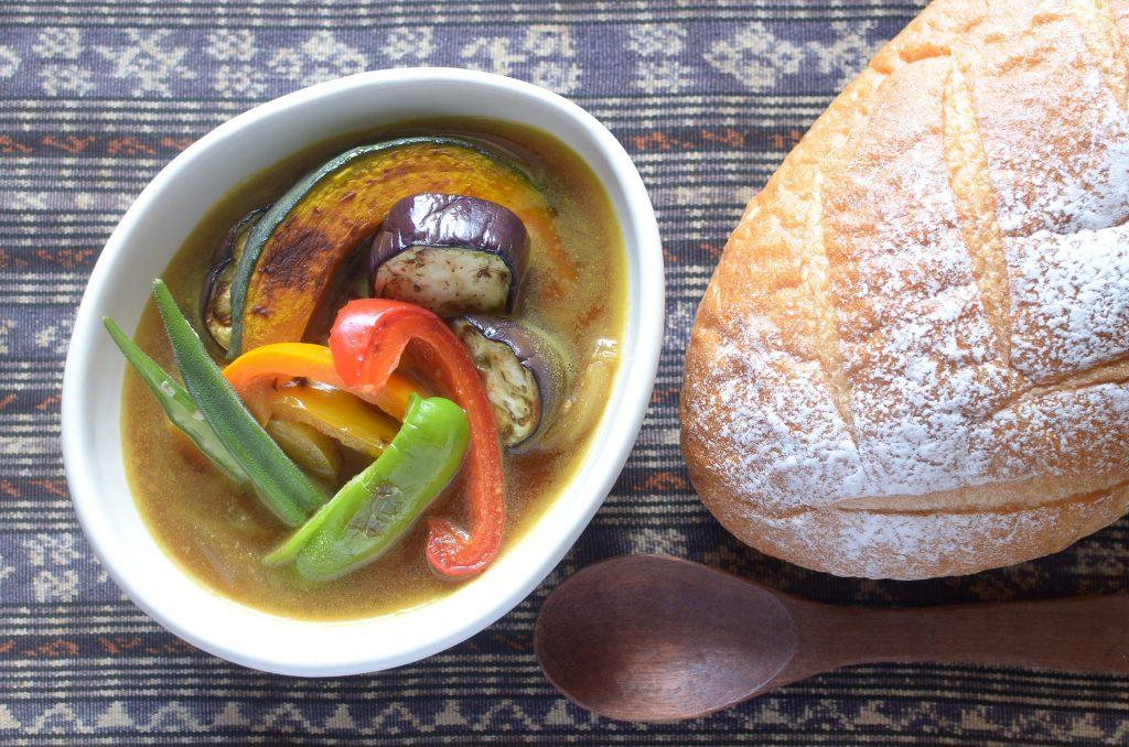 【一汁一ぱんのすすめ】夏野菜の味噌スープカレー