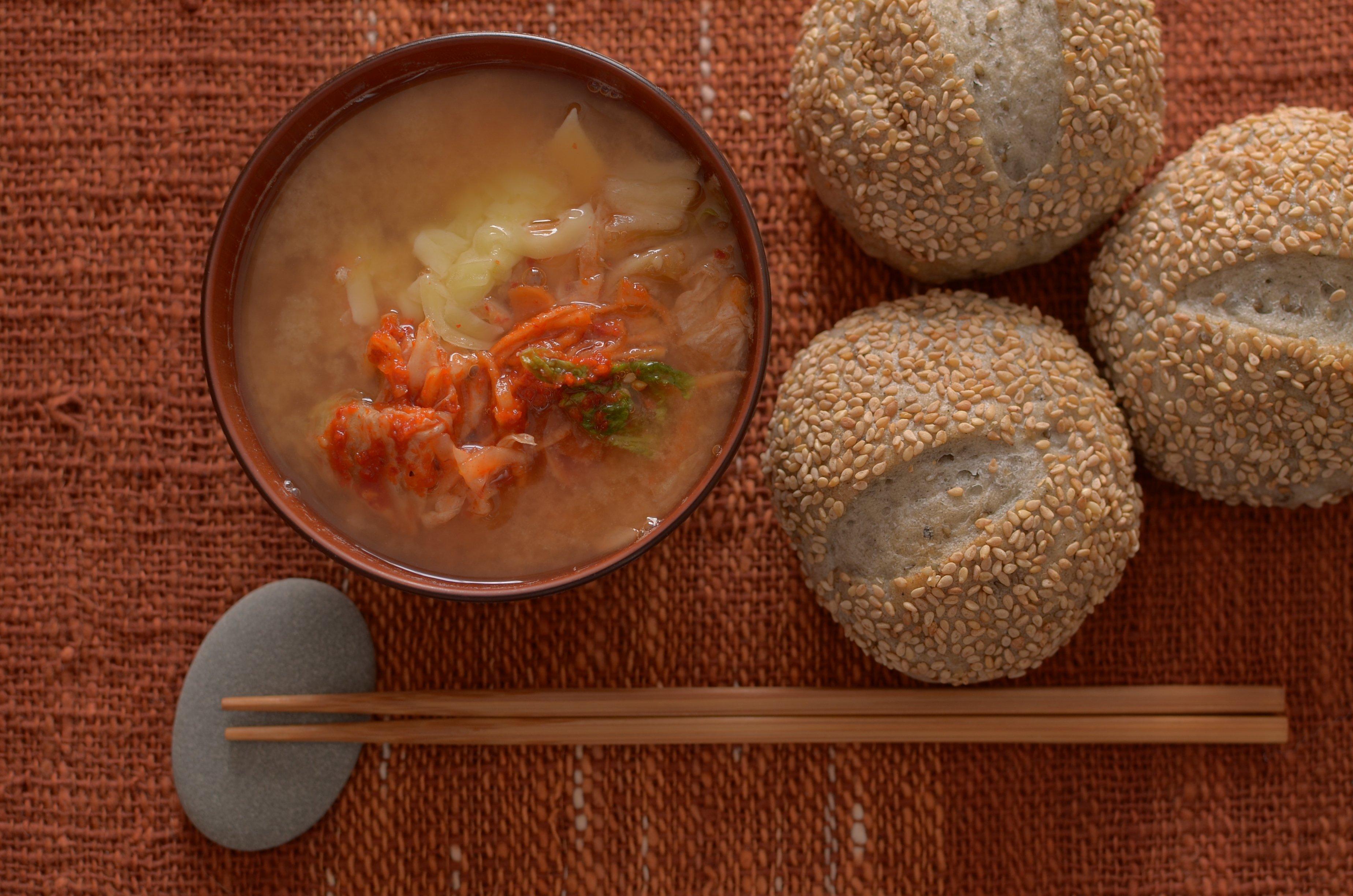 【一汁一ぱんのすすめ】キムチチーズ味噌汁